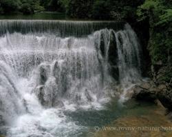 Miesto kde je divoká rieka Radovna zastavená haťou.