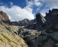Korzika je pekný veľký ostrov ale že má aj takéto hory ako Monte Cinto s vrcholom 2706m /vyššie ako náš Gerlach/ je prekvapujúce.