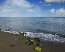 Ostrov Saint Vincent v Karibiku je pre mňa z veľkej miery čierny horúci sopečný piesok a azúrové more.