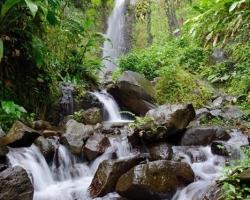 Spieva voda vodopádu svoju pieseň papradiam machom strelíciám, aj nám, len sme často hluchí. Stačí zastaviť zavrieť oči a počúvať pieseň o vode.