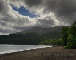 Keď slnko nazrie cez oblaky, zavonia more džungľa aj zem. Je úžasný každý nádych pohľad dotyk.