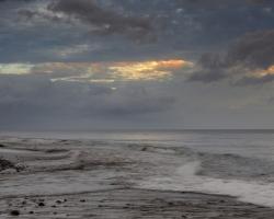More a oblaky, nerozluční spolupútnici.Jeden bez druhého nemôžu byť. Koľko premien koľko tvarov koľko farieb nesieš v sebe zázračná voda....?