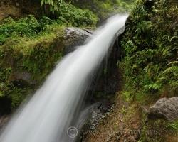 Voda sa rúti ako z motorov prúdového lietadla.