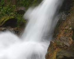 Boiler under waterfalls surges, foams - full of treacherous whirls.