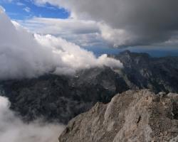 Stretnutie oblakov západne od Triglavu.